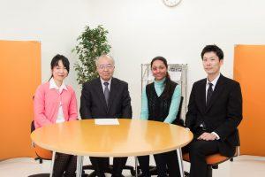 座談会参加者(左から中沢 伴美さん、仙石 正和学長、シャラカ ガジャナン マノハルさん、渡辺 安之さん)